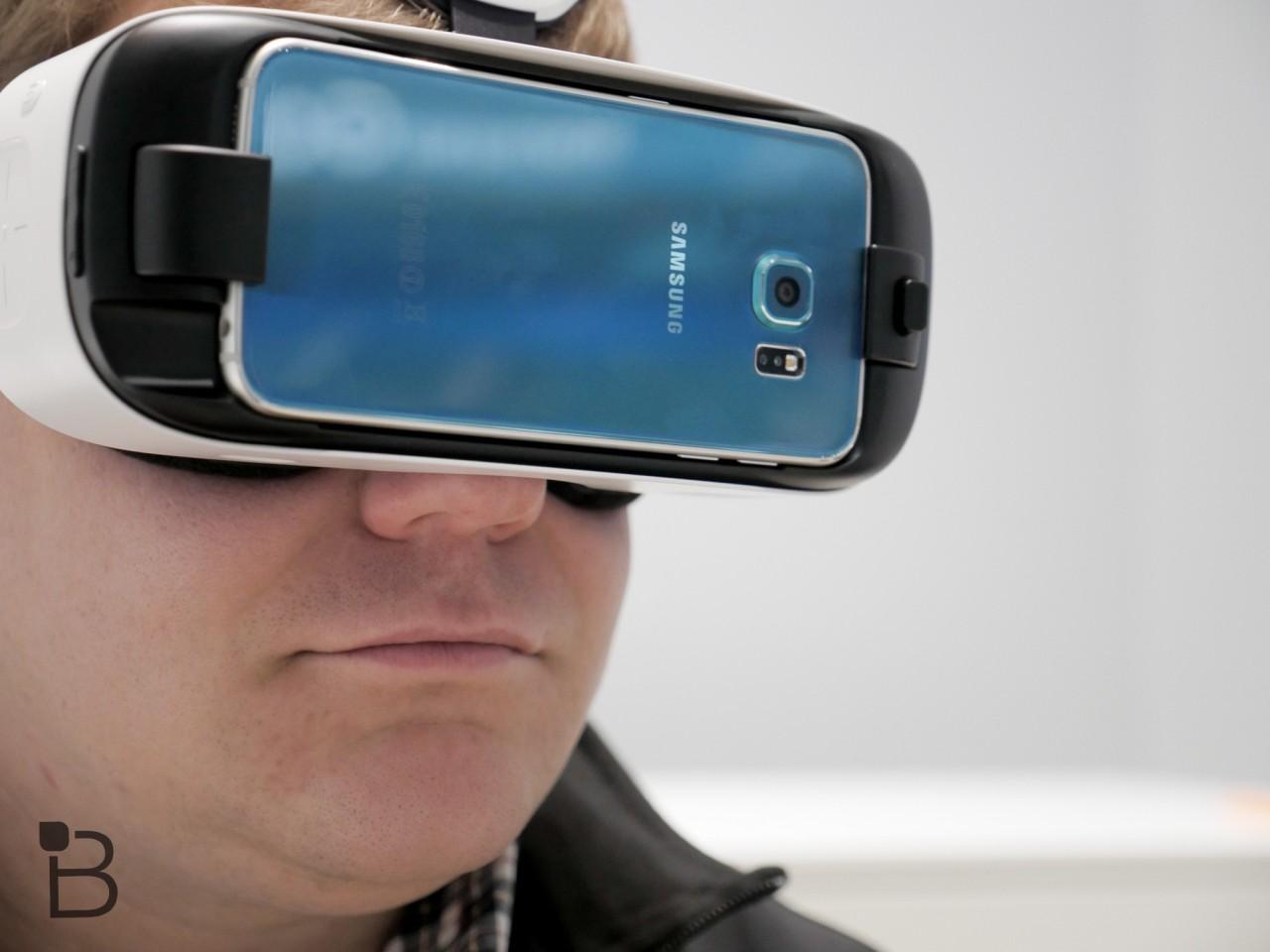 Photo of لعبة ماينكرافت Minecraft قادمه لنظارة الواقع الافتراضي الخاصة بسامسونج Gear VR