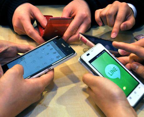 انفوجرافيك : كيف تؤثر الهواتف المحمولة على صحتك ؟